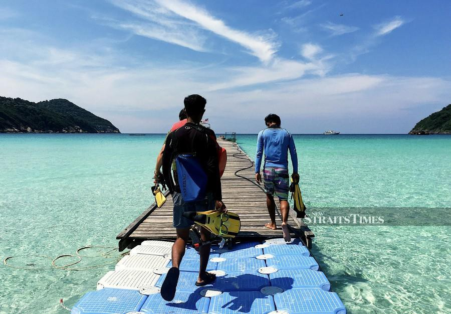 Staff of Reef Check Malaysia (RCM) and Royal Bank of Canada (RBC) recently returned to the shores of Tioman Island – located 32km off Rompin, Pahang – to continue with efforts to protect the island's beaches and ocean floor. - NST FILE PIC