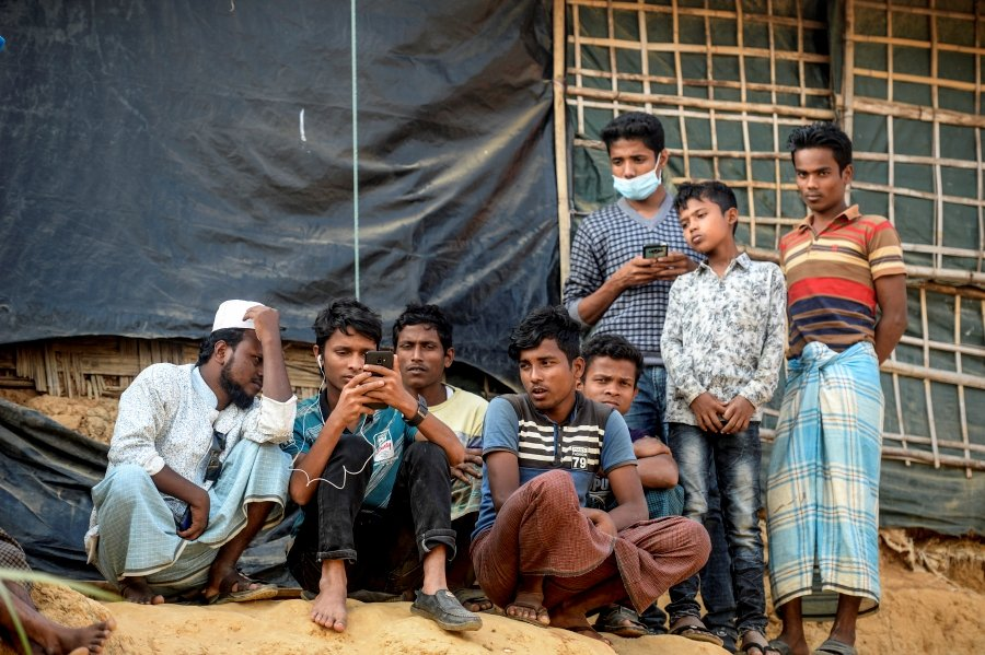 (File Pix) Rohingya refugees in a refugee camp in Cox's Bazar in southern Bangladesh. -- Pix: AFP