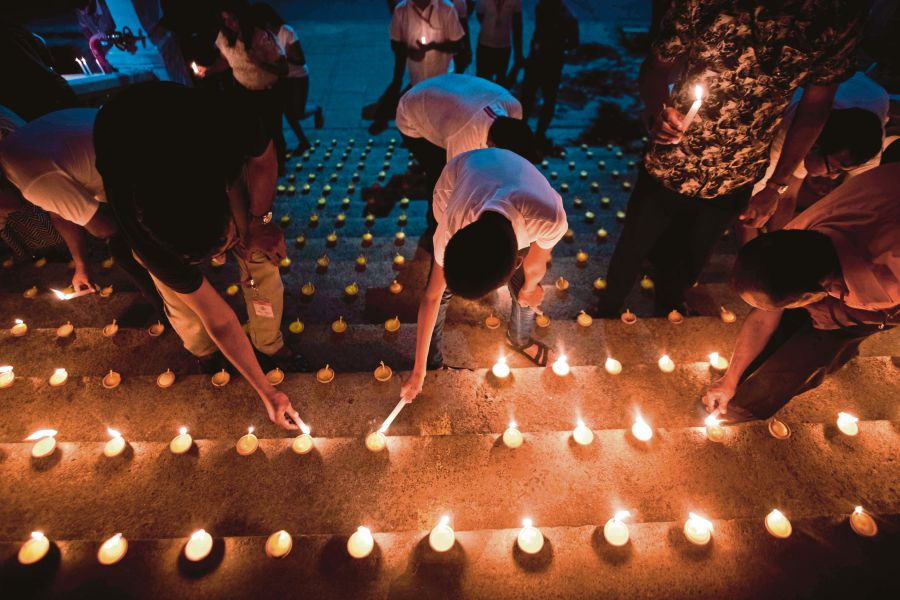 Mourners light candles during a vigil in memory of the bomb blast victims in Colombo, a week after a series of blasts targeting churches and luxury hotels on Easter Sunday in Sri Lanka. AFP PIC
