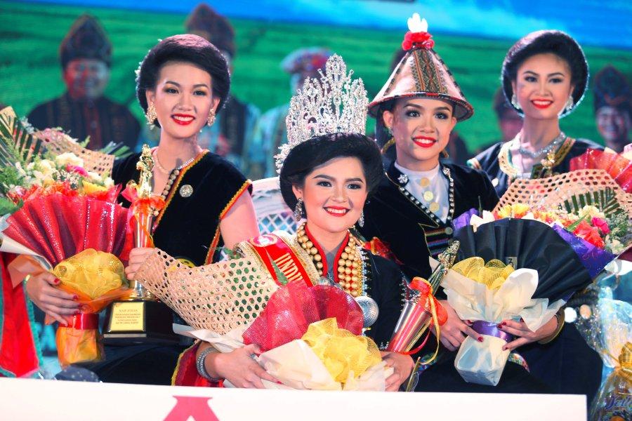 Kerinah Mah, crowned the new Unduk Ngadau queen