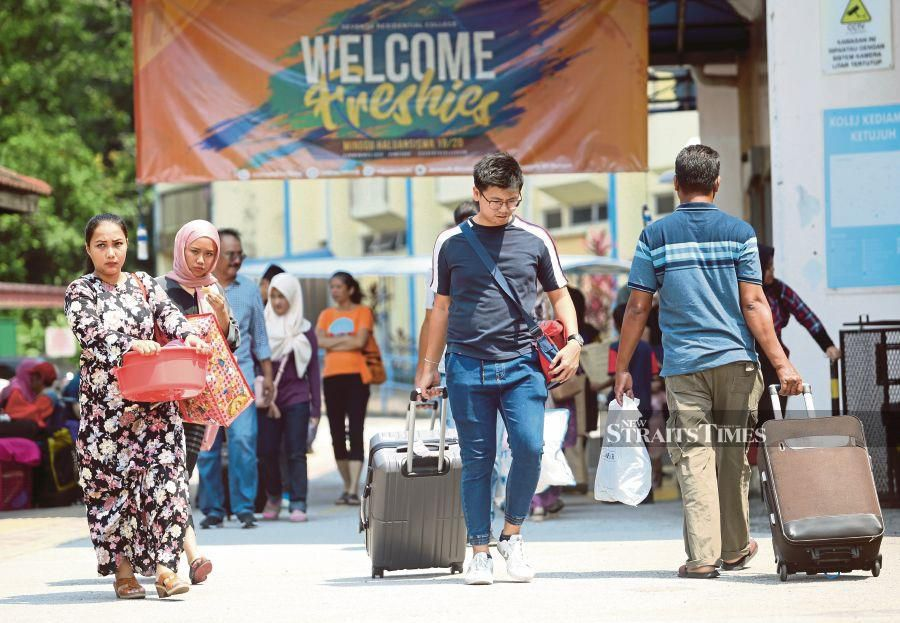 The National Muslim Students Association (PKPIM) has urged the Higher Education Ministry to reduce public institute tuition fees. -NSTP/File pic