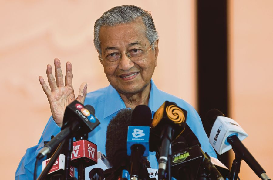 Tun Dr Mahathir Mohamad has urged Malaysians to adhere to the Movement Control Order. -BERNAMA file pic