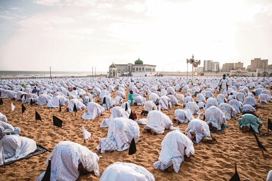Followers of the Layene community  praying 1.5m apart on the beach in front of the Yoff Layene Mosque in Dakar, Senegal, recently.  AFP PIC