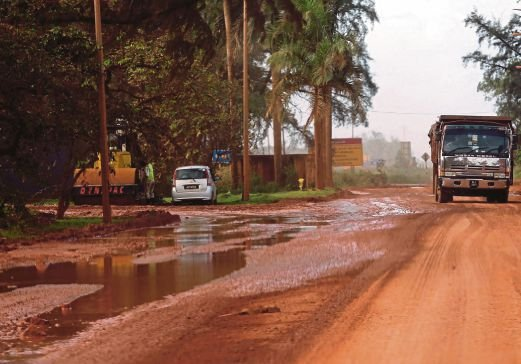 Toxic dust is generated when bauxite ore is transported by lorries from the mines to Kuantan Port.
