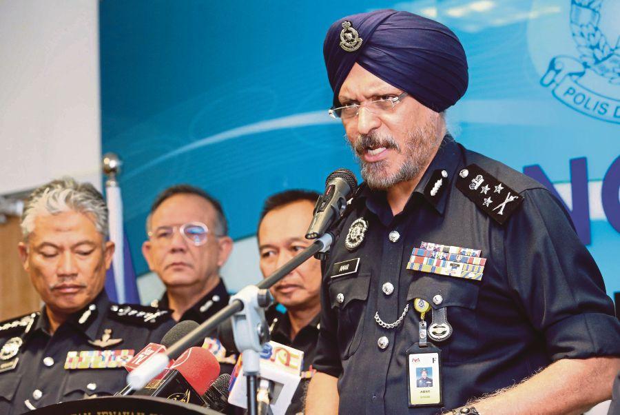A Datuk Seri Three Datuks Among Six Held Over Investment Scam