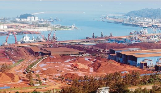 The red sea phenomenon off Kuantan is believed to be due to bauxite ore stockpiled near Kuantan Port.