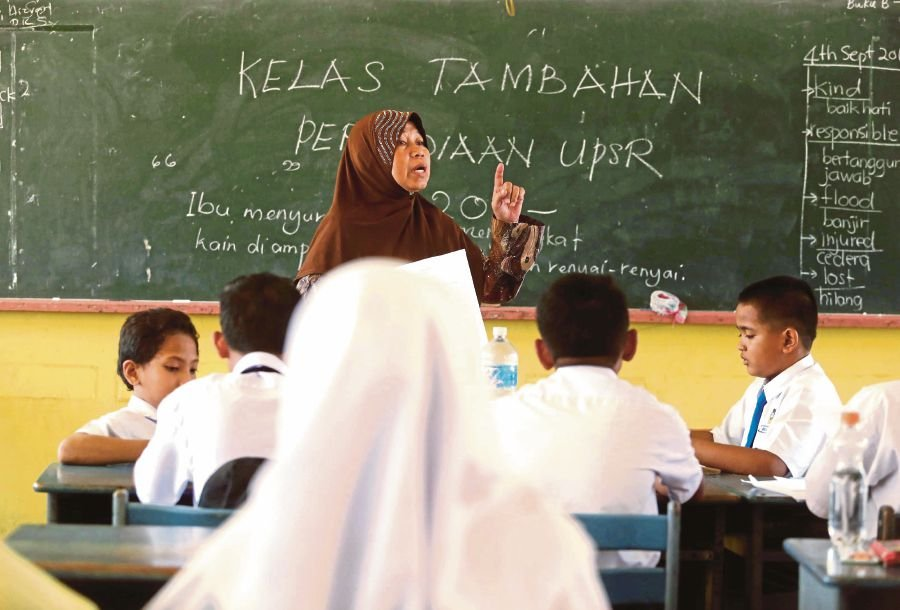 (File pix) Based on the Philosophy of Teacher Education and Preliminary Report of Malaysia Education Blueprint (2013-2025), the Teacher Education Division  continuously boosts teachers' abilities through its curriculum changes.  Pix by Syarafiq Abd Samad