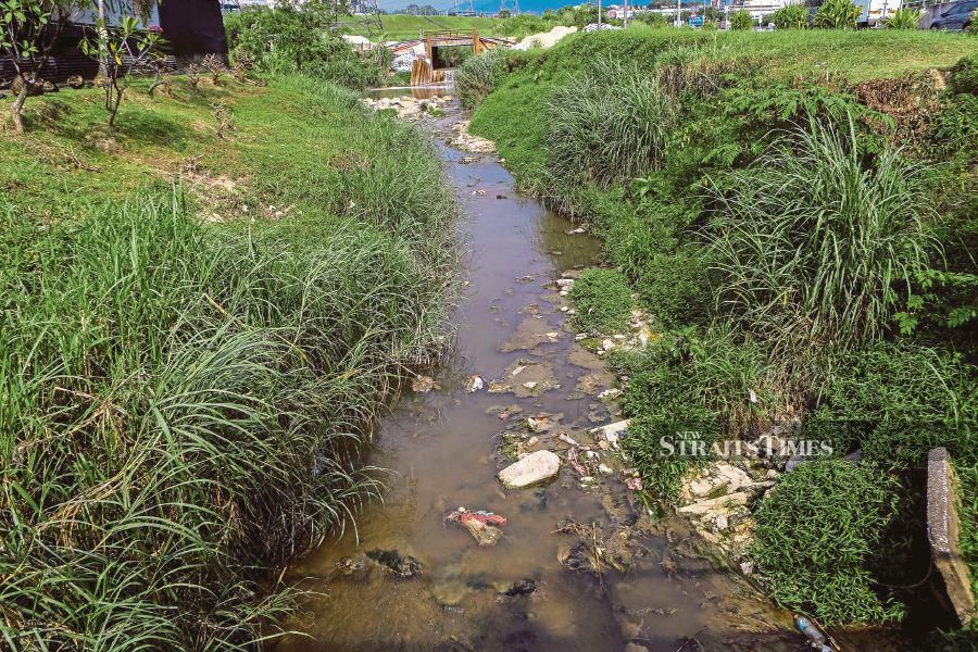 Sungai Gong in Rawang which was polluted on Oct 20.   PIC BY ASYRAF HAMZAH