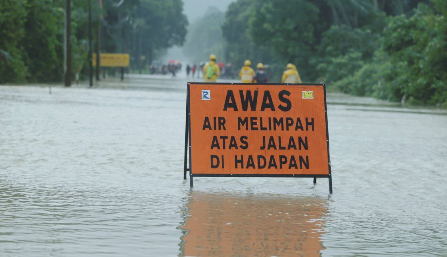 More than 3,000 Pahang students miss class as floods force
