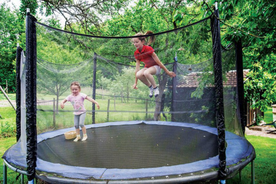 539e011ac285 Safety net or enclosure ensures kids will not fall off the trampoline.
