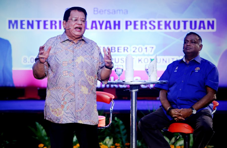 Speaking at the first Bicara Rakyat program, Datuk Seri Tengku Adnan Tengku Mansor said he choose TTDI as his first stop to brush off rumours that he had been avoiding the residents there over several matters including the proposed development of the Taman Rimba Kiara green lung. (pix by MOHD KHAIRUL HELMY MOHD DIN)