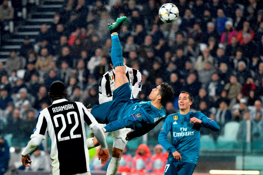 cd9fc223 Real Madrid's Cristiano Ronaldo (centre) scores during the UEFA Champions  League quarter-final first leg football match between Juventus and Real  Madrid at ...
