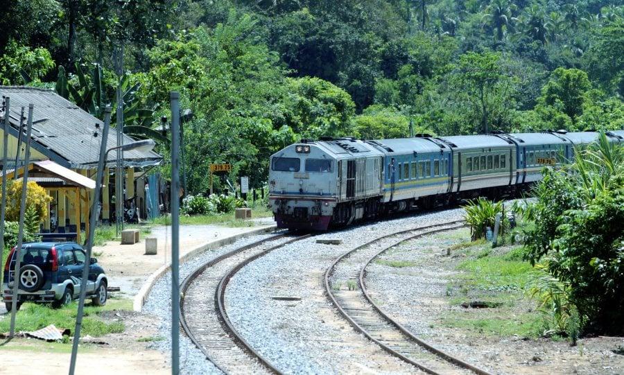 KTM train derails near Kempas, no injuries reported | New Straits
