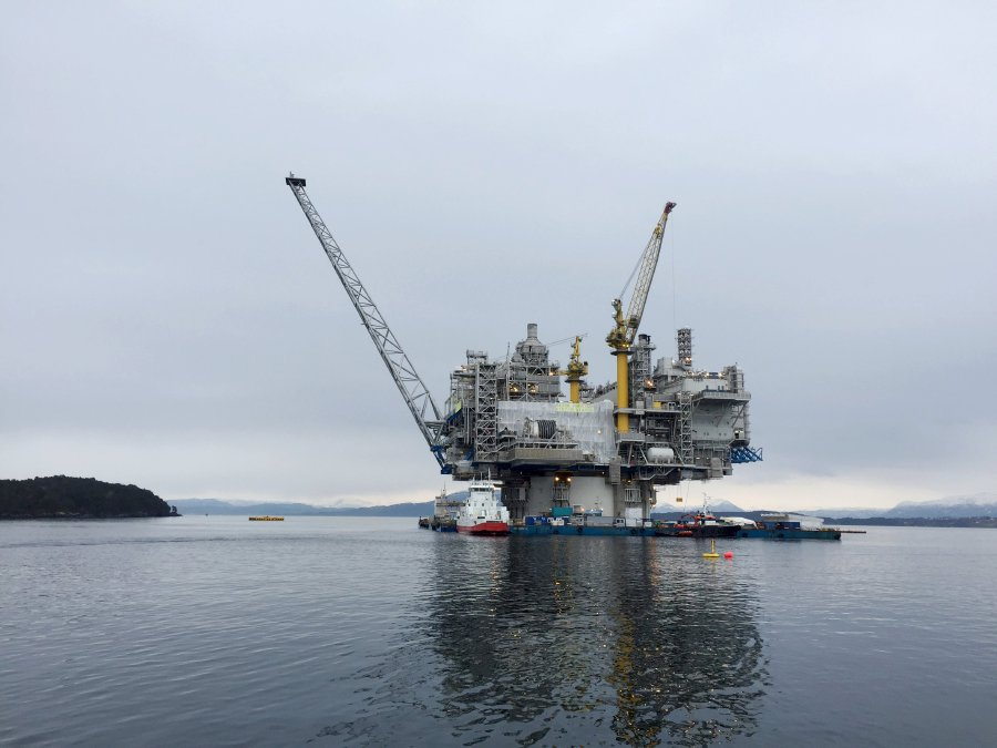 Upstream oil and gas firms to focus on smaller projects, quick