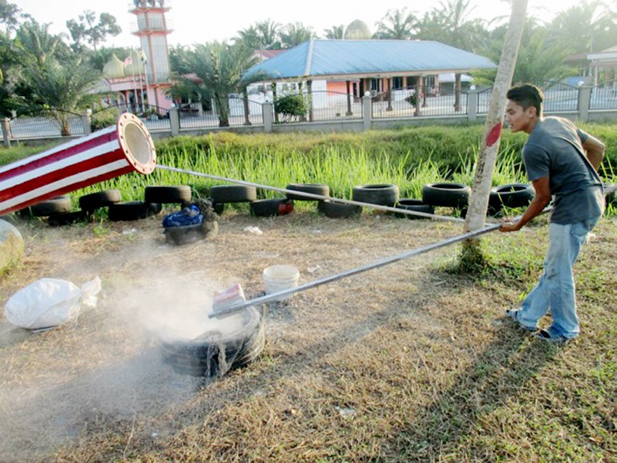 Teluk Intan villagers keep cannon-firing tradition alive