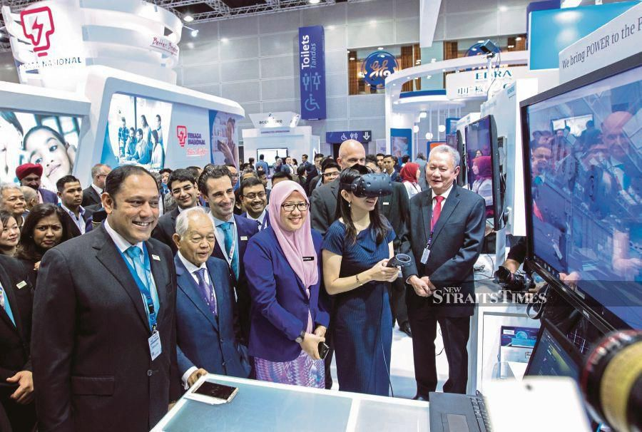 Energy, Science, Technology, Environment and Climate Change Minister Yeo Bee Yin (second from right) visiting an exhibition booth during the Conference of the Electric Power Supply Industry at the Kuala Lumpur Convention Centre last year. -NSTP/File pic
