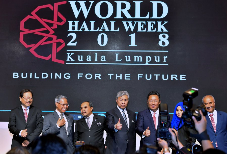 Malaysia intends to lead the global halal industry and to drive this forward are plans to synchronise halal certification procedures and the setting up of an international authority board. Bernama Photo