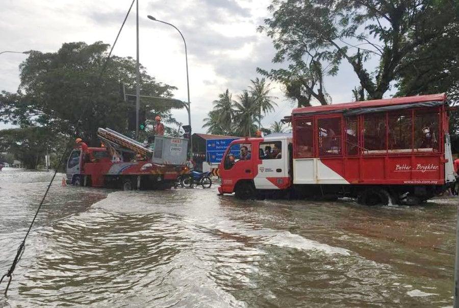 TNB sets up 30 mobile power generators in Penang's flood-hit