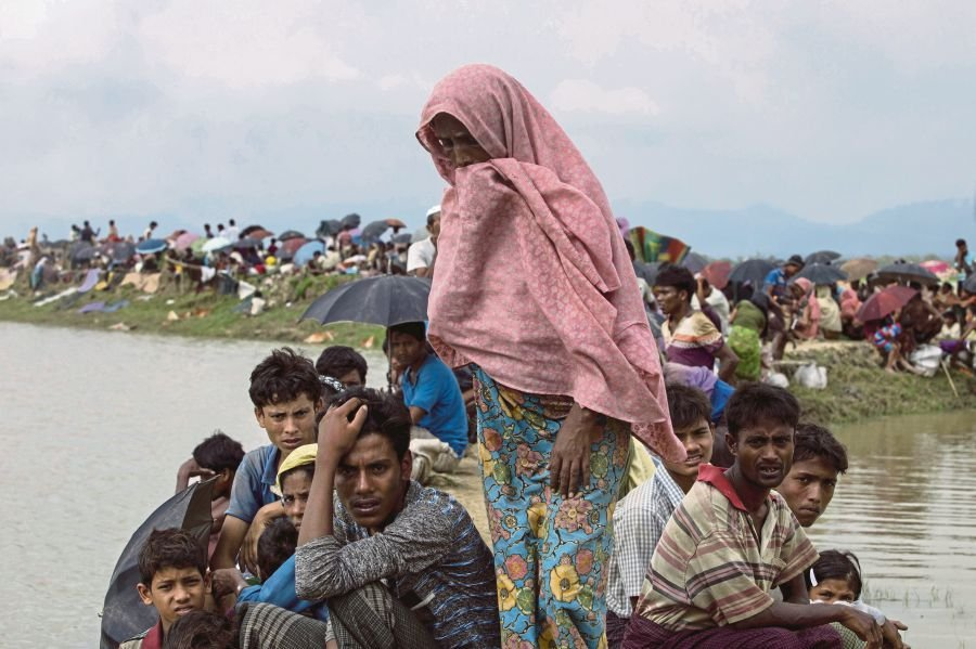 Photos Show The Plight Of Rohingya Muslims Fleeing Genocide In Myanmar