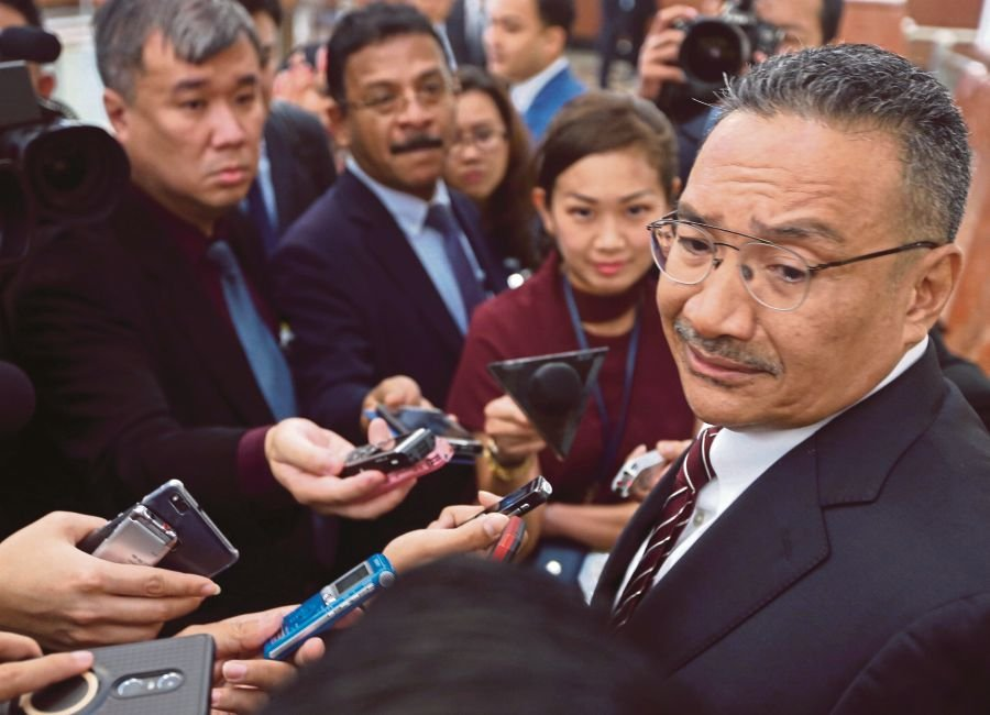 Former Umno vice-president Datuk Seri Hishammuddin Hussein has denied reports that he was the mastermind behind the actions of several top Sabah Umno leaders leaving the party. (NSTP Archive)