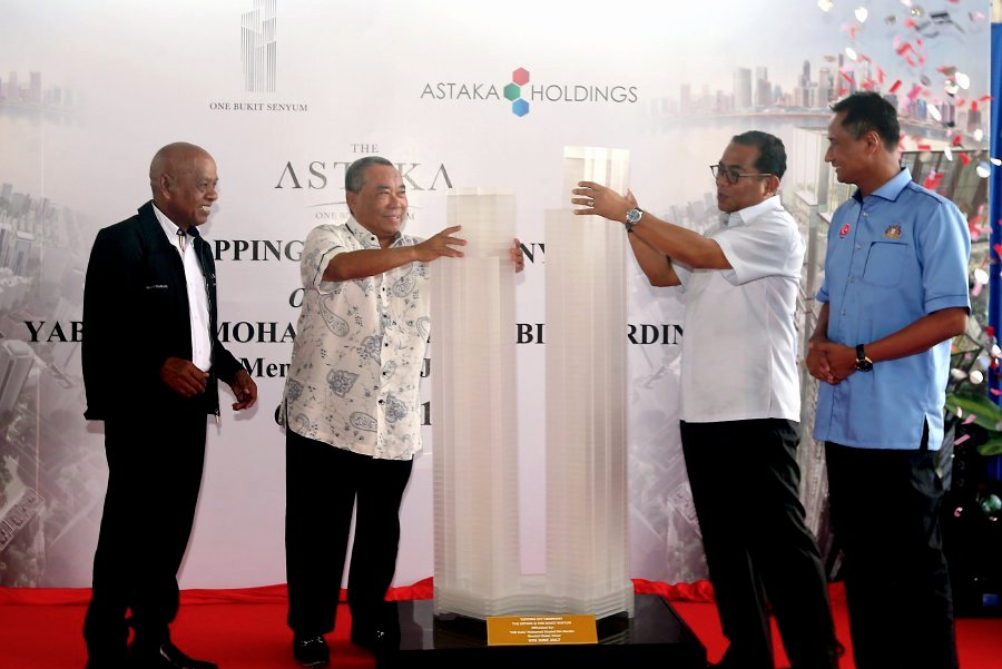 Johor Menteri Besar Datuk Seri Mohamed Khaled Nordin launched the topping-up ceremony for The Astaka residences, which is the tallest residential towers in Southeast Asia. Also present were state secretary Datuk Azmi Rohani, Astaka's founder, Datuk Daing A. Malek A. Rahman, chief executive officer Datuk Zamani Kassim, chief operating officer Daeng Hamizah Abd Aziz, and chief financial officer Lee Shih Yi. Pix by Hairul Anuar Rahim