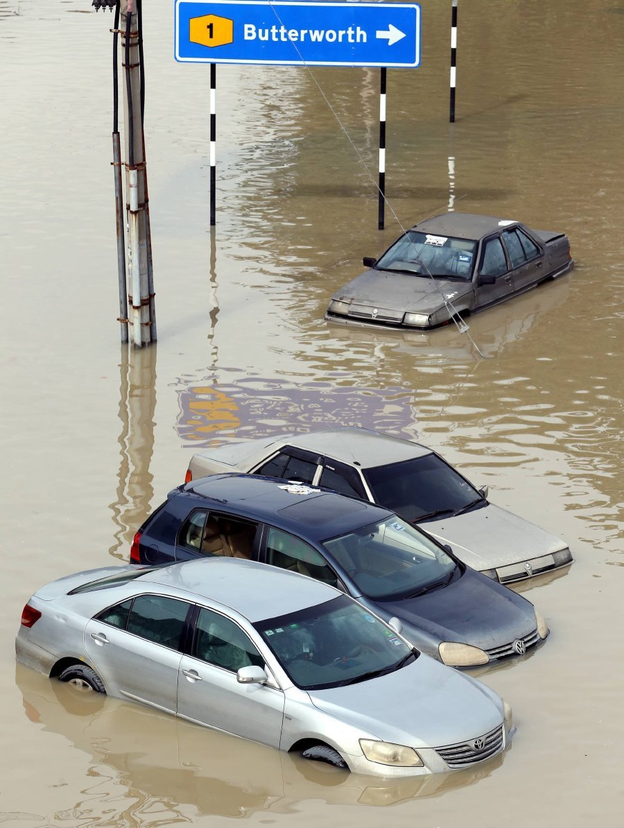what should you do if your car becomes trapped in a flash flood new straits times malaysia. Black Bedroom Furniture Sets. Home Design Ideas