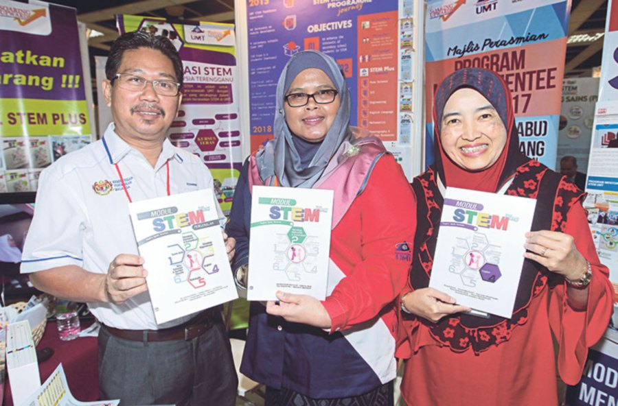 (From left) Terengganu Education State Department academia management sector head Azman Othman, Laili Che Rose and UMT's English language centre deputy director Rosyati Abdul Rashid.