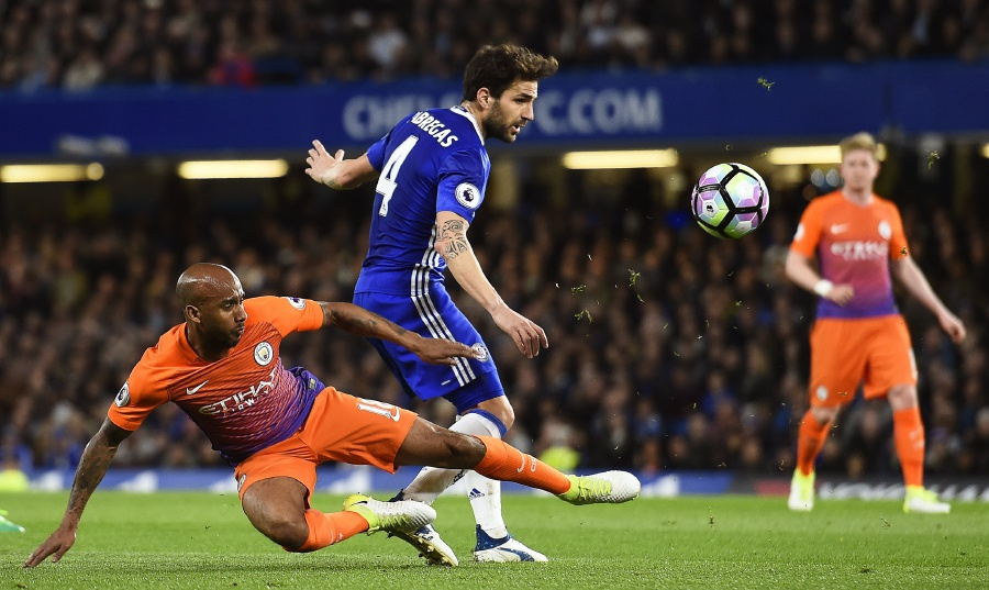 Chelsea in champion form at Bournemouth, Spurs chase hard