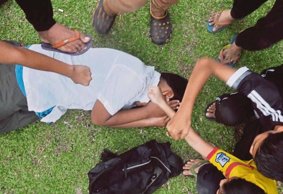 An expert believes the media and Internet play a part in desensitising youth to violence.