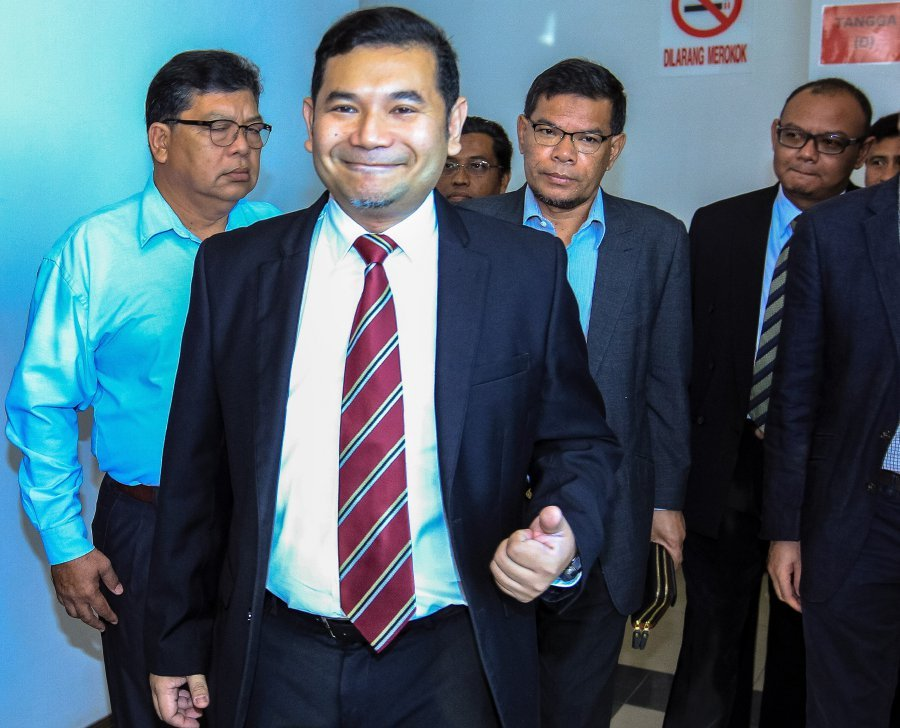 The Shah Alam Sessions Court Today Sentenced Pkr Vice President Rafizi Ramli Second From Left To  Months In Jail For Leaking Confidential Banking