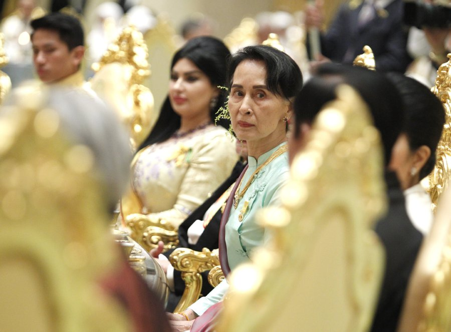 Mynamar's State Counsellor and Union Minister of Foreign Affairs, Aung San Suu Kyi was among the guests at the royal banquet. EPA-EFF