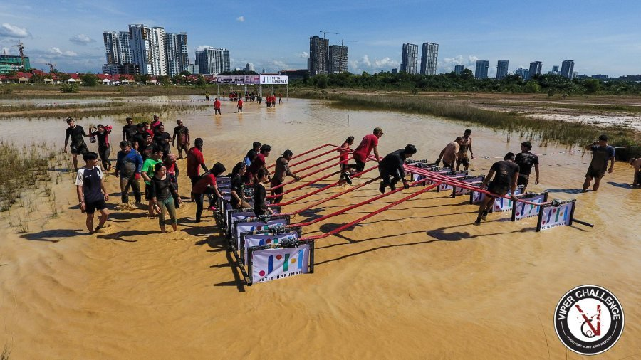 Muddy obstacles at the Viper Challenge Cyberjaya 2017. Photo from Viper Challenge's Facebook page.