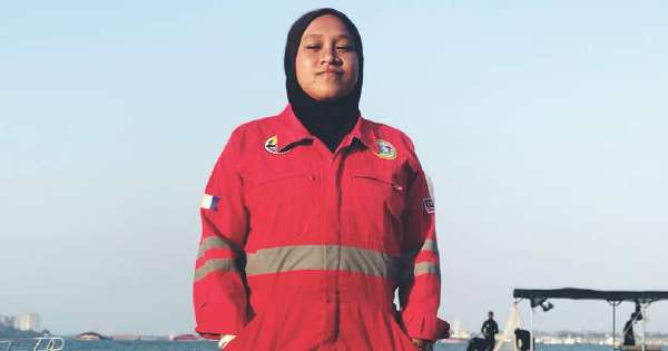 Malaysia's first female underwater welder is welded to her