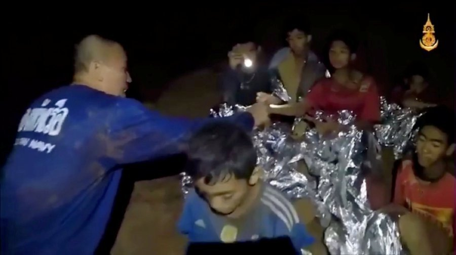 Elon Musk visits Thai cave, brings his kid-submarine