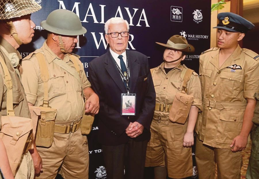 Rear-Admiral (Rtd) Guy Richmond Griffiths mingling with actors re-enacting World War 2 British soldiers at the 'Malaya At War' conference at Royale Chulan Hotel in Kuala Lumpur. PIC BY SALHANI IBRAHIM