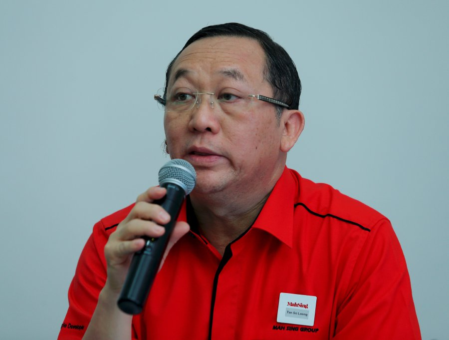 (File pix) Mah Sing Group managing director Tan Sri Leong Hoy Kum said Mah Sing Foundation today pledged RM500,000 in aid to thousands of flood victims in Penang. Pix by Aziah Azmee