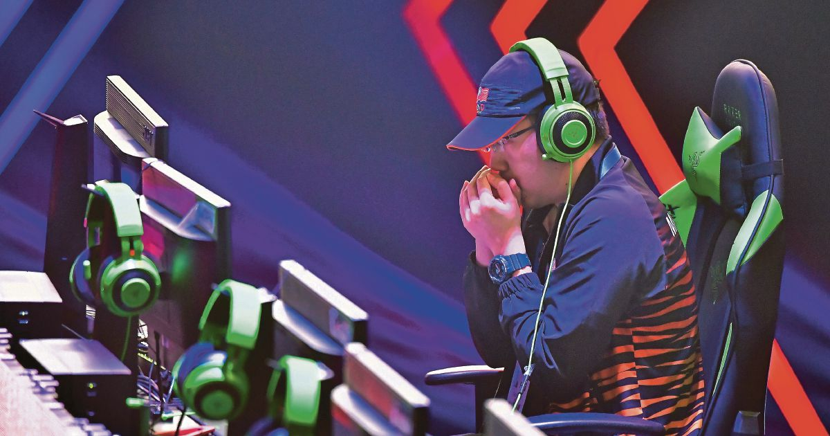 Academician becomes Malaysia's first eSports champion in the Sea Games