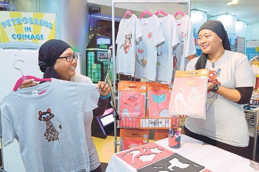 Sisters Illani (left) and Masliza founded CreaTee, a social enterprise that leverages on simple DIY T-shirts to build children's creativity, confidence and self-esteem