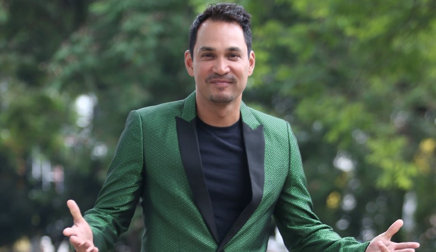 Actor and producer Datuk Hans Isaac is willing to bare all by answering any burning questions that fans may have, including personal ones too. (File pix)