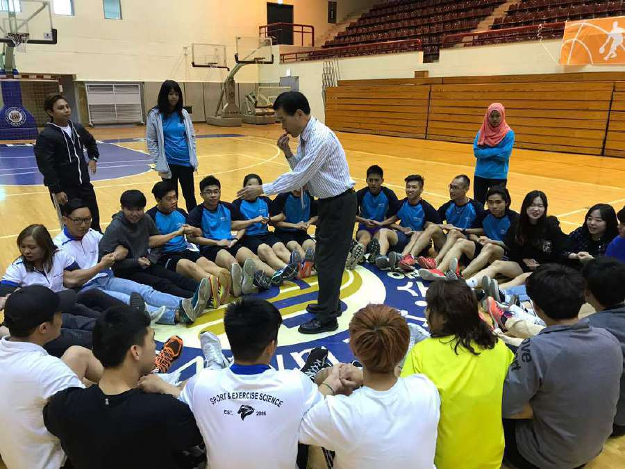 (File pix) TAR UC students participating in a class activity together with students from University of Suwon.