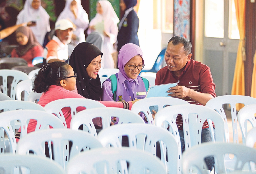 The announcement of Pentaksiran Tingkatan Tiga examination results marks the journey into Form Four where students will now be able to choose to study STEM and Arts and Humanities. -NSTP/Adzlan Sidek