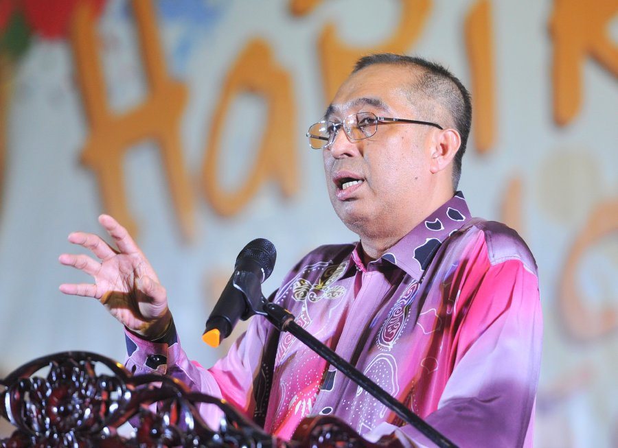 """(File pix) Communications and Multimedia Minister Datuk Seri Dr Salleh Said Keruak said the Opposition was doing this """"simply because they know they are going to lose."""" (Pic by MUHD ZAABA ZAKERIA)"""