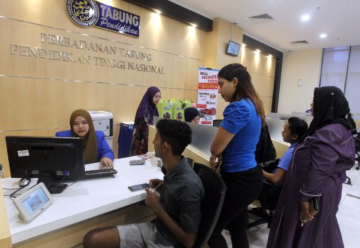 (File pix) The delay in public university students receiving their disbursements is due to communication issue and not because of financial difficulties faced by the National Higher Education Fund Corporation (PTPTN), says Higher Education Minister Datuk Seri Idris Jusoh. Pix by Azhar Ramli