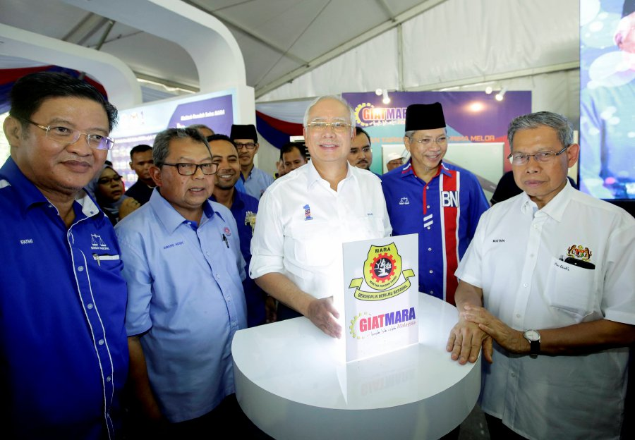 Prime Minister Datuk Seri Najib Razak today officiated two back-to-back groundbreaking ceremonies for GiatMara Prima Melor and the Junior Science College (MRSM) Ulul Albab in Ketereh, here. (pix by SYARAFIQ ABD SAMAD)