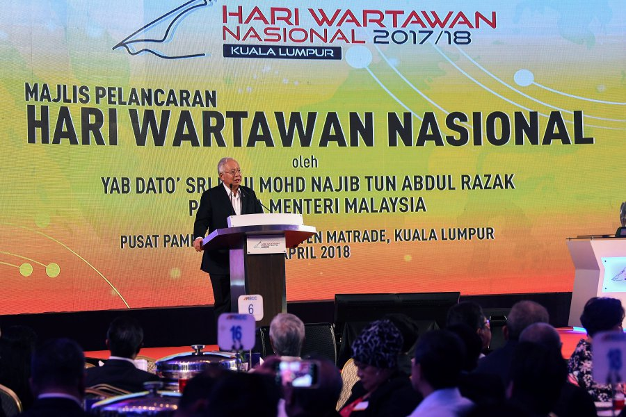 Datuk Seri Najib Tun Razak said at the launch of the National Journalists' Day (Hawana), he brushed aside the fear of a group of journalists that the new act purportedly would be used to restrict their freedom in news reporting. (BERNAMA photo)
