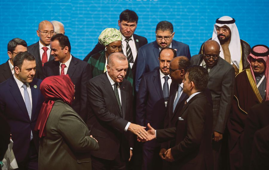 Turkish President Recep Tayyip Erdogan (front row, centre) shaking hands with participants during the Organisation of Islamic Cooperation conference in Istanbul, Turkey, in December 2019.  EPA PIC