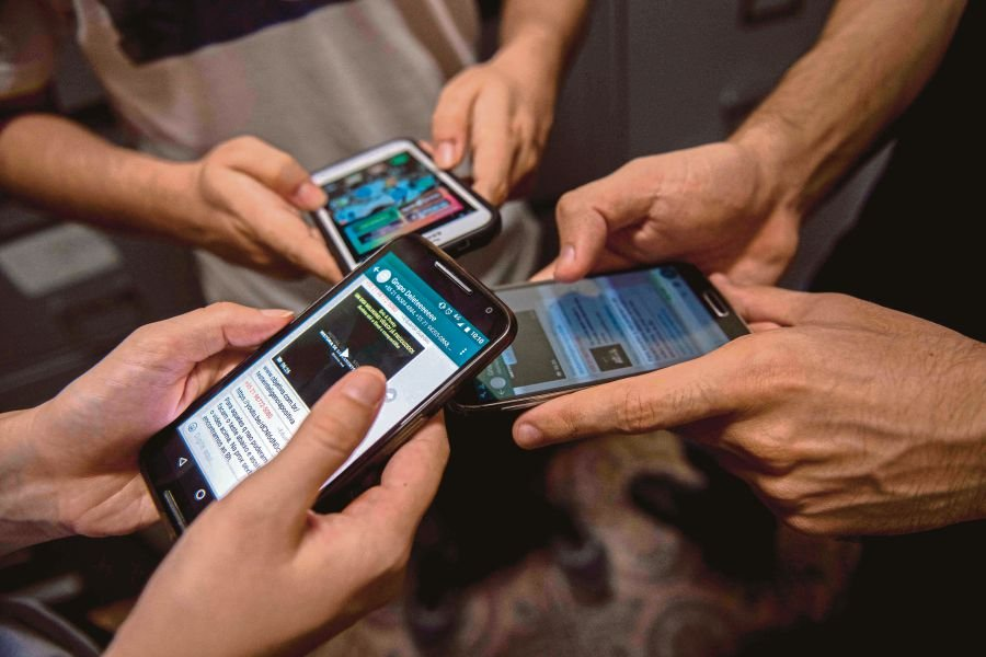 (File pix) The majority of Malaysians get fake or unverified news via WhatsApp, followed by Facebook, blogs and other sources, the Dewan Negara was told today. AFP Photo