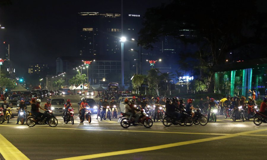 Some of the mat rempit seen along Jalan Raja Laut on Feb 18, 2018. Pic by MOHD KHAIRUL HELMY MOHD DIN