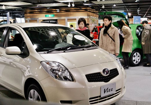 This File Picture Taken On February 3 2005 Shows Anese Auto Giant Toyota Motor S Compact Car Vitz Export Model Name Is Yaris At A Showroom In