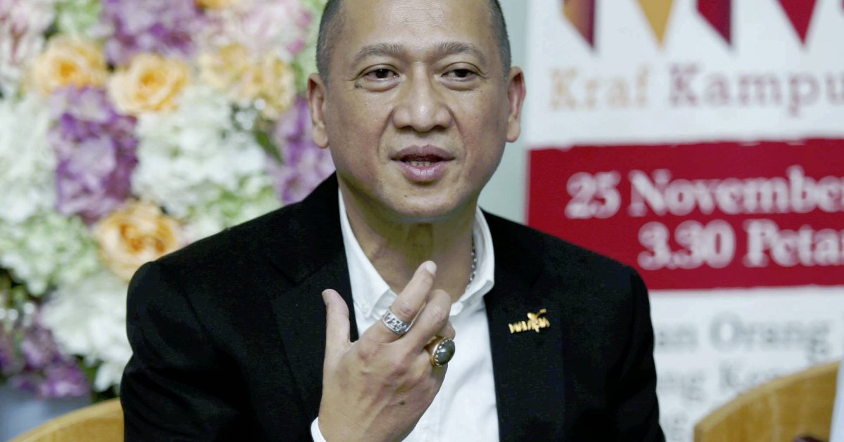 Prohibiting hotel frontliners from wearing the hijab is 'kurang ajar', Nazri